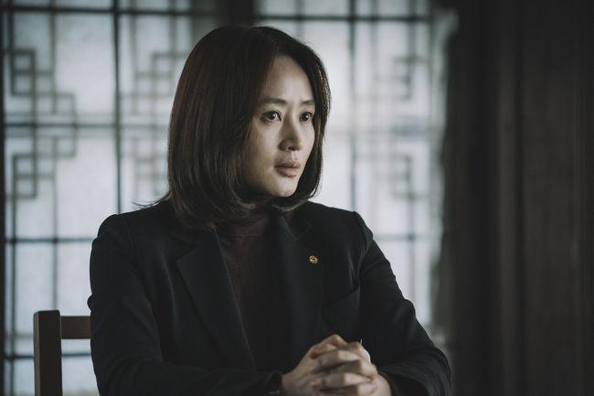 '국가부도의날' 김혜수, 독보적 존재감..경제전문가 완벽 변신[Oh!쎈 컷]