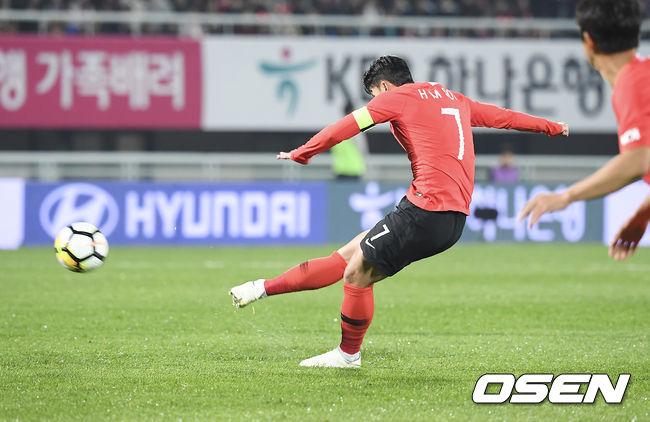 [사진]손흥민,파나마 GK 선방에 막힌 아쉬운 프리킥