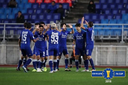 서정원 복귀전 수원, 제주와 승부차기 끝에 FA컵 4강 진출