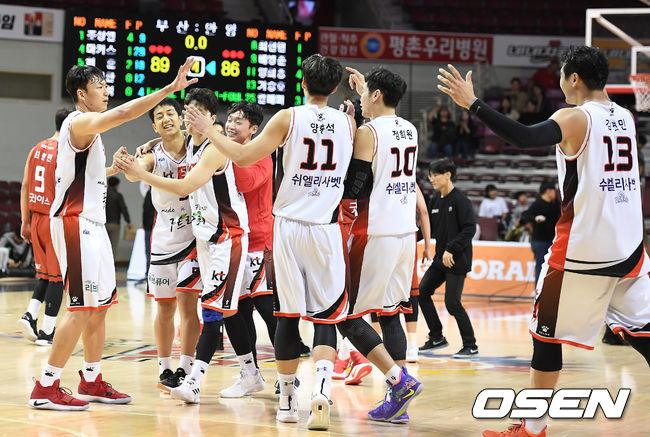 [사진]KT, KGC 상대로 3점차 승리
