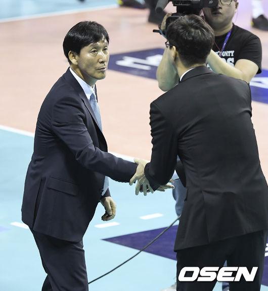 [사진]우리카드 새감독 신영철,김세진 감독! 멋진 경기 펼쳐요
