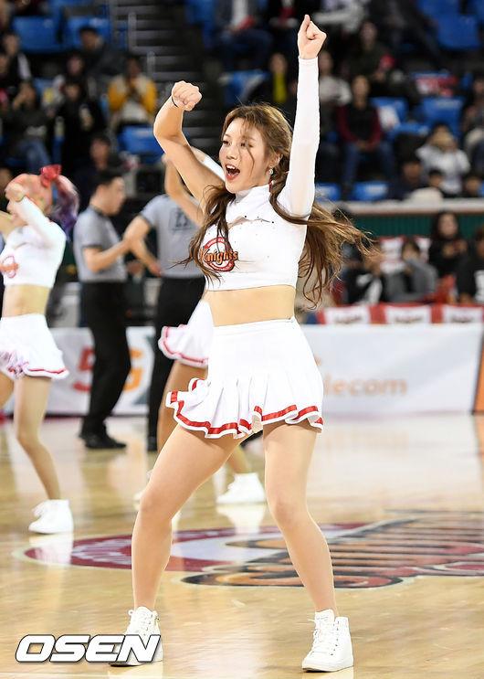 [사진]SK 치어리더, 열정적인 댄스