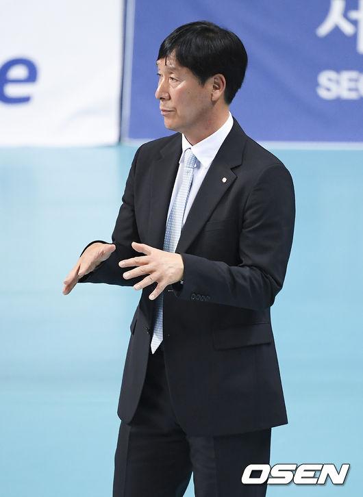 """[생생인터뷰] 2연패 신영철 감독, """"블로킹 싸움에서 밀렸다"""""""