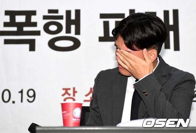 [사진]프로듀서 폭행 피해에 눈물짓는 더이스트라이트 멤버 이석철