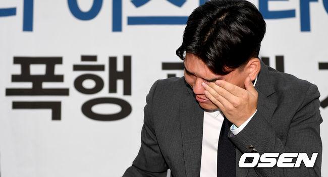 [사진]폭행 피해에 눈물 짓는 보이그룹 더이스트라이트