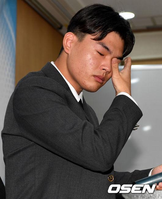 [사진]더이스트라이트 이석철, 폭행에 눈물짓는 아이돌