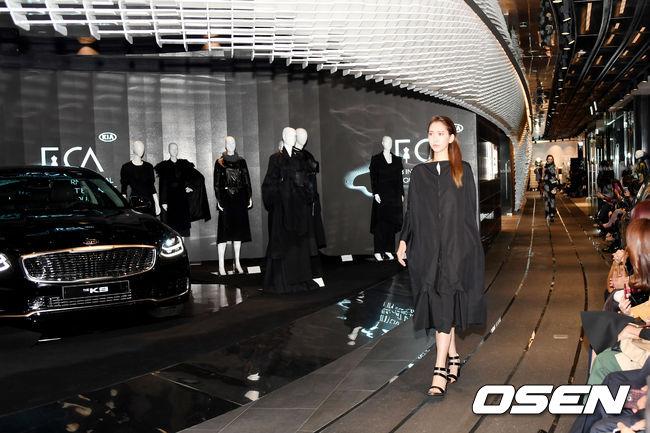 [사진] 기아차와 국제 패션아트 비엔날레의 만남, 오로라 블랙펄 더 K9과 모델