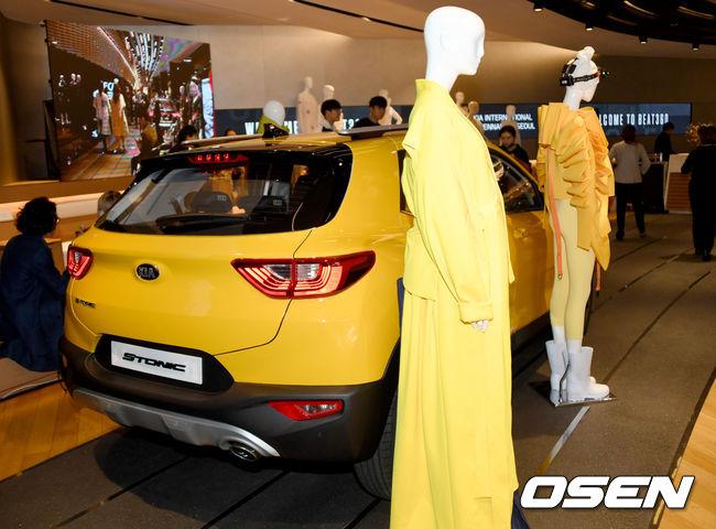 [사진] 기아차와 국제 패션아트 비엔날레의 만남, 노란색 스토닉과 패션