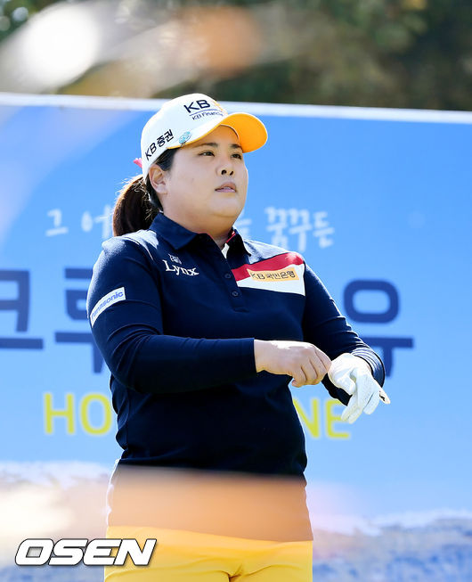 [사진]박인비, 코스를 바라보며
