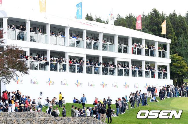 [사진]PGA 더 CJ컵 챔피언조 기다리는 갤러리들