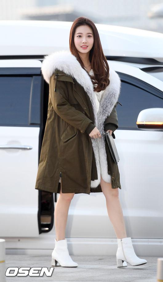 [사진]유라,고급스러운 털코트 패션