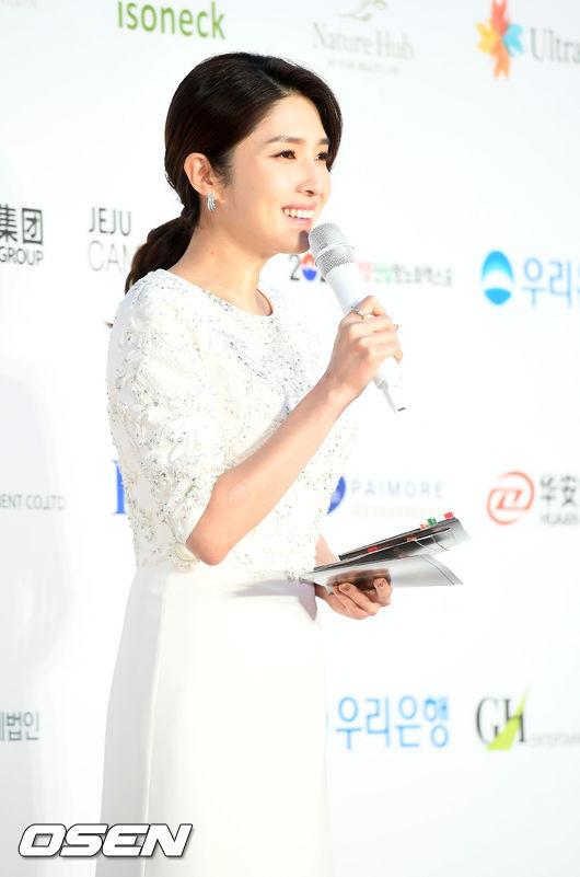 [사진]김경란 아나운서,순백의 미소로 진행