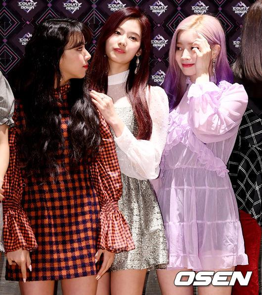 [사진]트와이스 채영-사나-다현, 서로가 봐도, 너무 예쁘네~