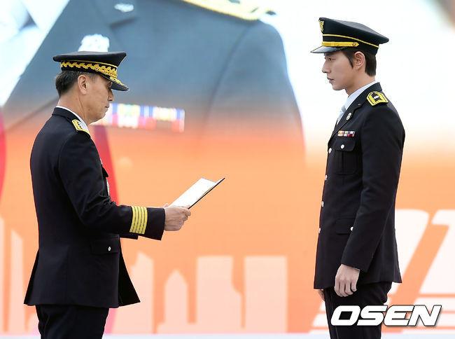 [사진]명예 소방관으로 임명된 배우 박해진