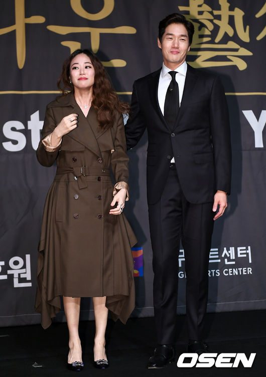 [사진]김효진-유지태 부부, 선행도 함께