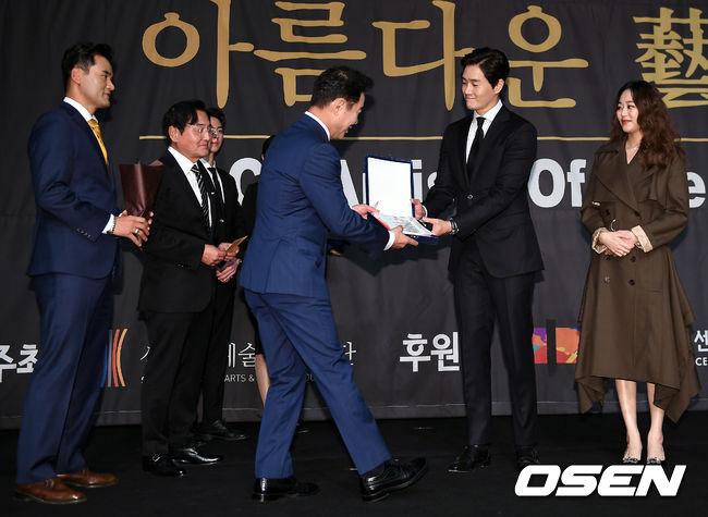[사진]유지태-김효진 부부, 선행은 언제나 즐거운 일