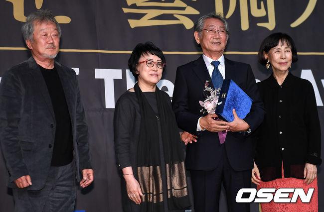 [사진]전무송, 연극예술인상 수상