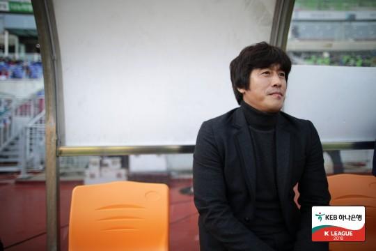 """서정원, """"수비 불안, 방관하는 것은 아닌데 선수가 없다"""""""