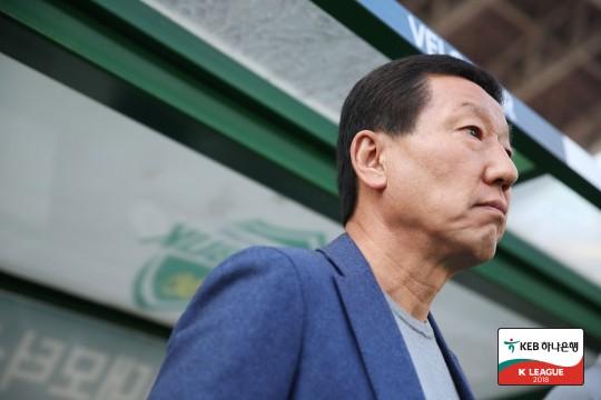 """최강희, """"이동국, 다른 선수들의 본보기"""""""