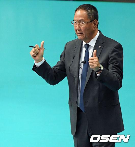 [사진]박기원 감독,선수들 향한 쌍 엄지 척