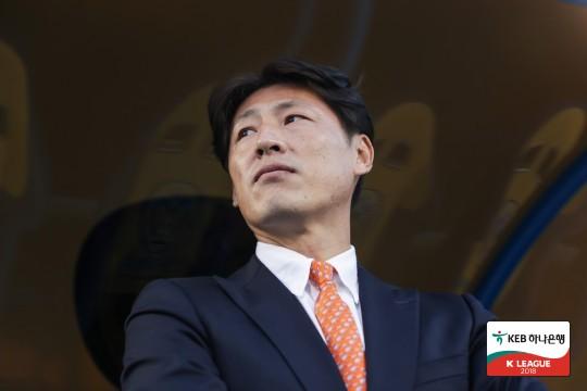 """박동혁, """"어려운 일 견디고 마무리 잘해준 선수들 고맙다"""""""