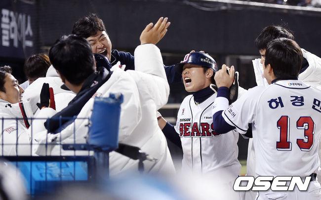 [사진]정수빈,역전 득점 성공이야!