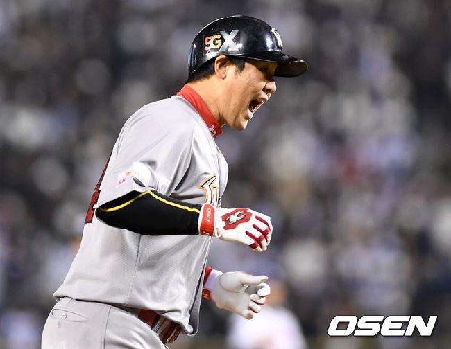 [사진]동점포 최정,경기는 지금부터