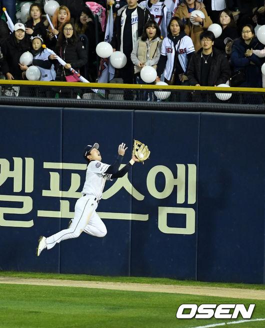 [사진]박건우, 환상의 점프 캐치