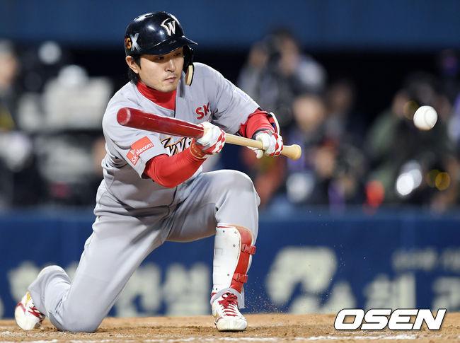 [사진]김성현,희생번트 성공