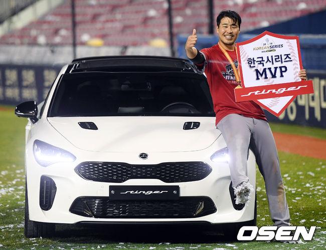 [사진]한국시리즈 MVP 한동민, 즐거운 포토타임