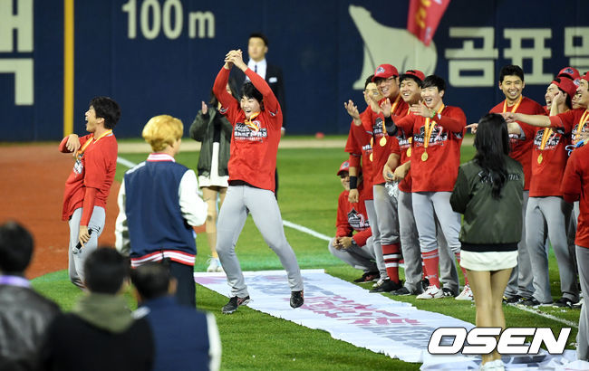 [사진]김광현, 오늘은 망가져도 좋아