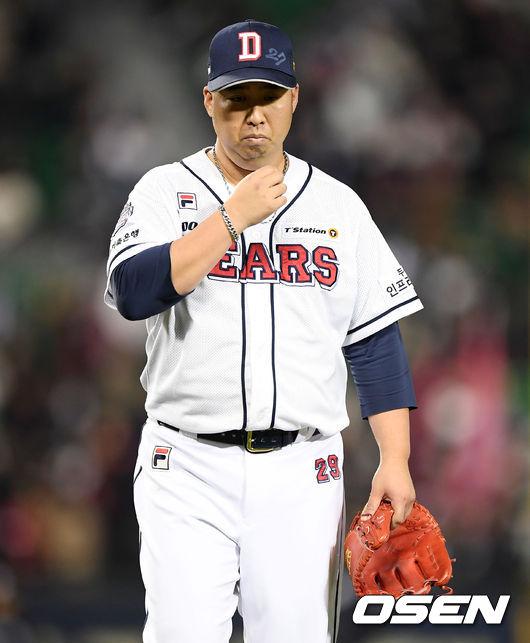 [사진]유희관,연장 13회 홈런 허용하며 패전투수