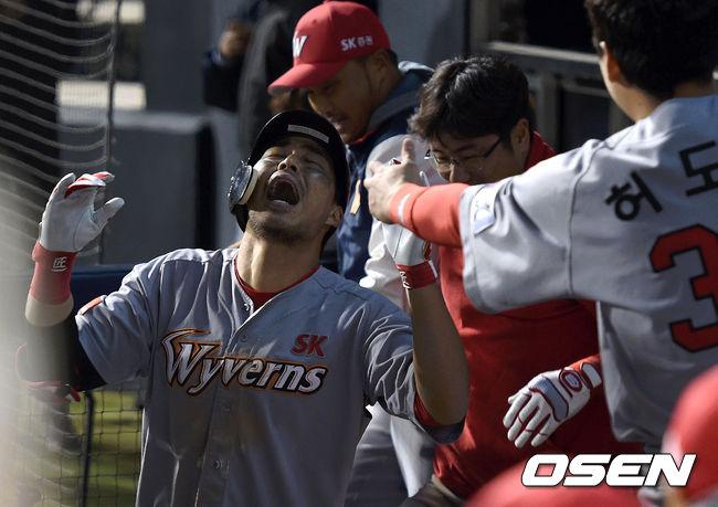 [사진]한동민,감격의 홈런