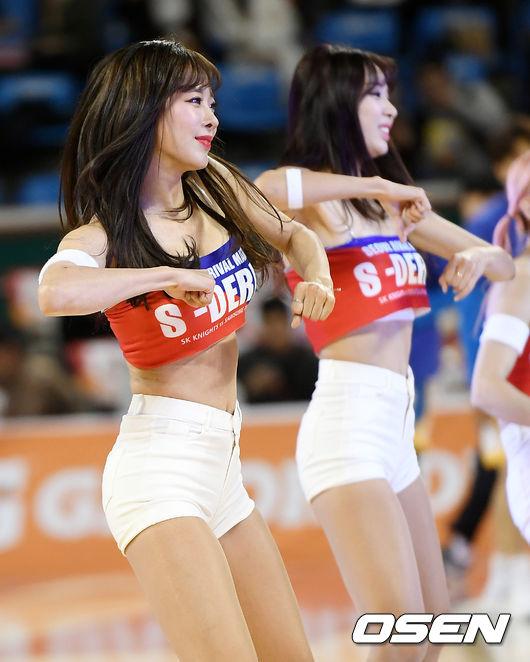 [사진]SK 치어리더, 열띤 응원