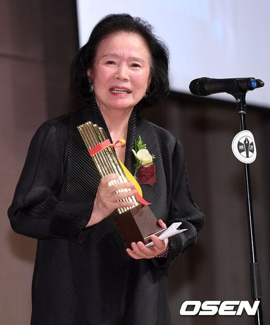 [사진]윤정희, 영평상 공로상 수상