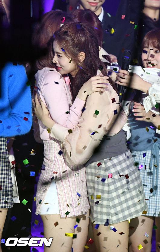 [사진]아이즈원 강혜원,기쁨의 포옹