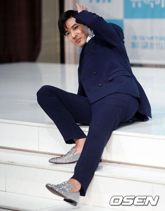 [사진]김지석,독특한 포즈