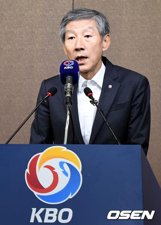 [사진]선동열 감독 사퇴관련 입장 밝히는 장윤호 사무총장