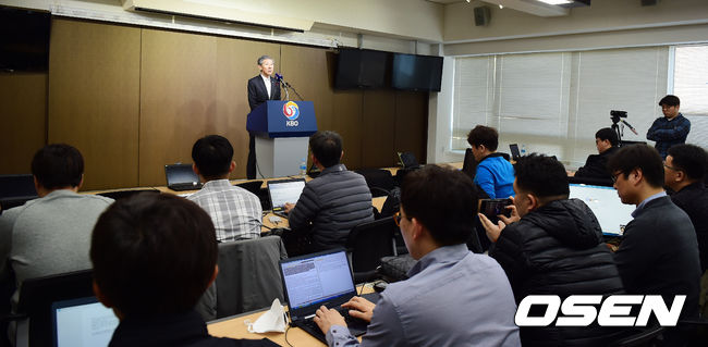 [사진]장윤호 사무총장,예상못한 선동열 감독 사퇴