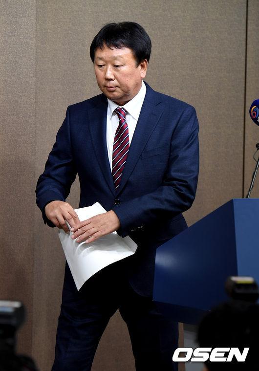 [사진]국가대표 야구팀 감독 사임하는 선동열 감독
