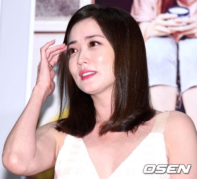 [사진]최정원, 우아하게 머리 넘기며