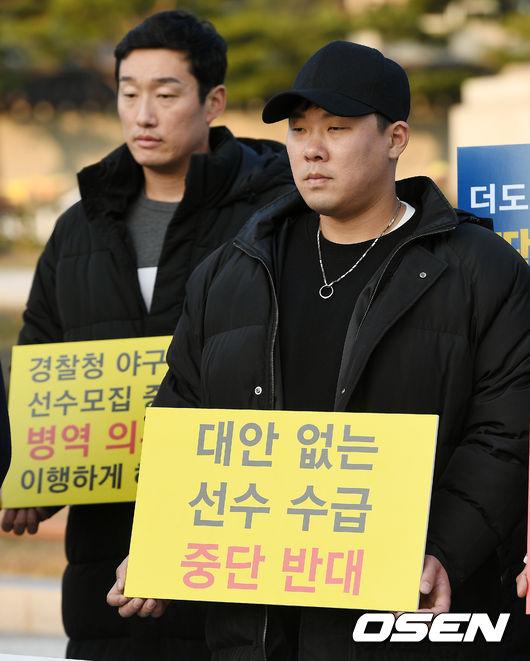 [사진]안치홍, 경찰 야구단 존속을 위해