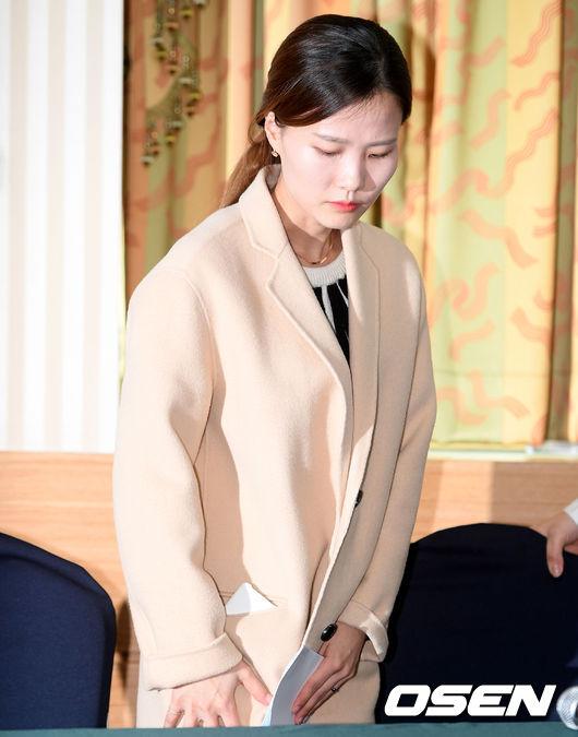 [사진]기자회견 참석하는 팀 킴 김은정