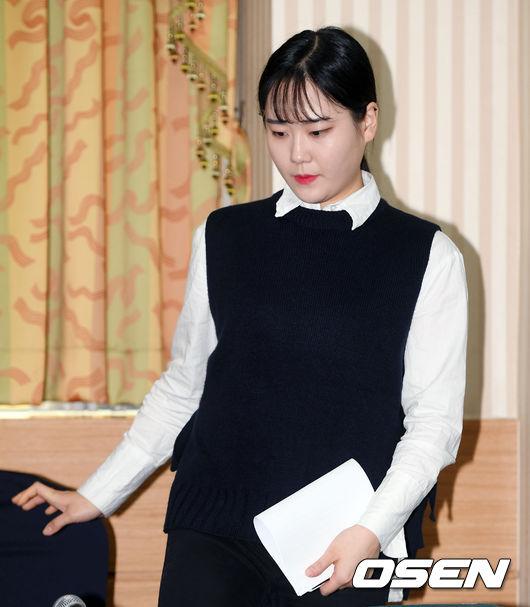 [사진]기자회견 참석하는 팀 킴 김초희