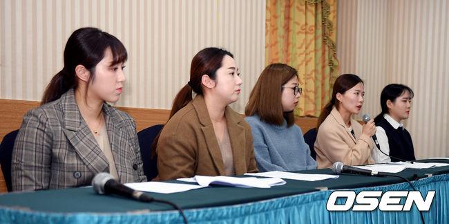 [사진]호소문 낭독하는 팀 킴,침통한 분위기