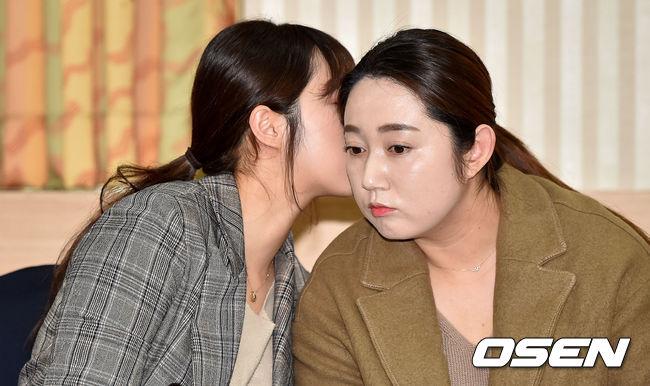 [사진]이야기 나누는 팀 킴 김경애-김영미