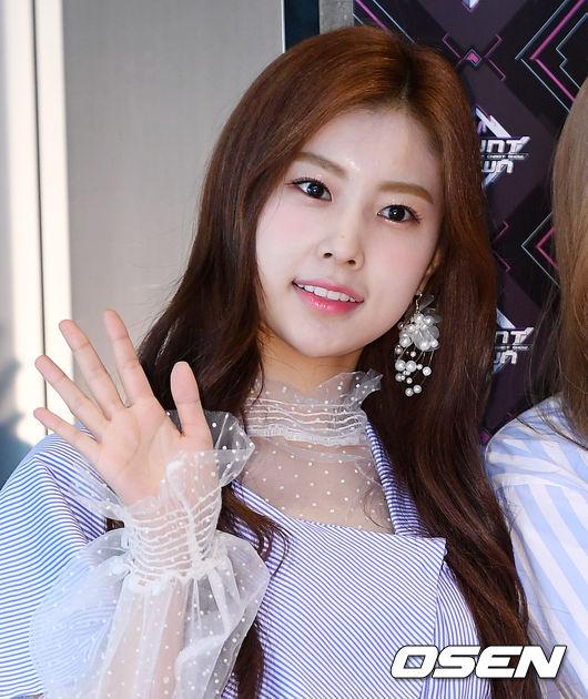 [사진]아이즈원 강혜원, 싱그러운 인사