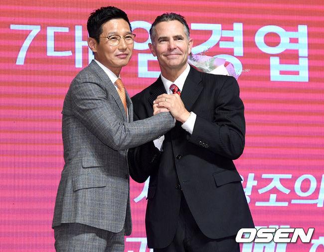 [사진]염경엽-힐만 SK 감독 이취임식
