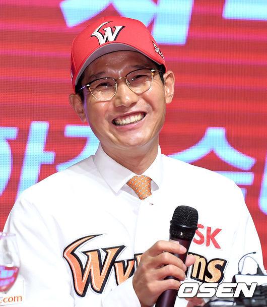 [사진]SK 염경엽 신임 감독의 미소