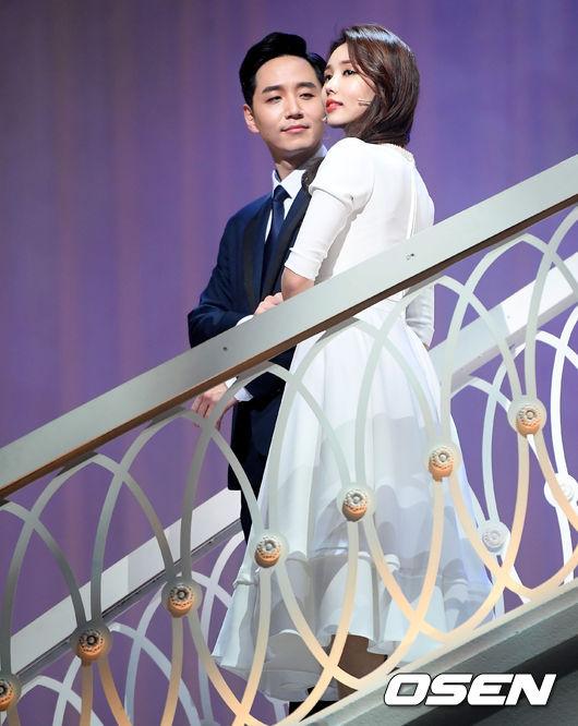 [사진]오석원-린지,가슴 시린 결혼식